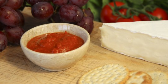 MUST-CHUP with grapes and cheese